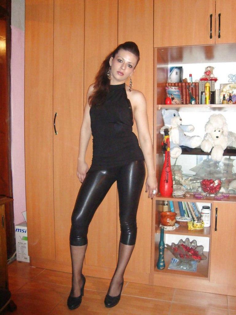 частное фото жена в леггинсах